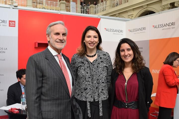 Arturo Alessandri, Carolina Contreras y Constanza Alvial